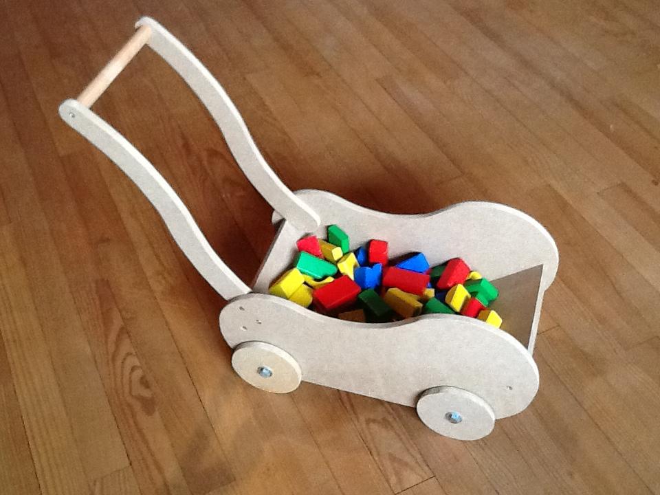 chariot à jouet ou berceau pour poupée
